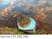 Купить «Old boat in water at sunset in Finnish Lapland. Reflection», фото № 31702742, снято 3 июля 2019 г. (c) Валерия Попова / Фотобанк Лори