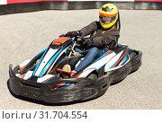Купить «Woman driving sport car for karting in a circuit lap outdoor in sport club», фото № 31704554, снято 18 марта 2019 г. (c) Яков Филимонов / Фотобанк Лори