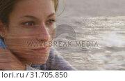 Woman sitting at the beach. Стоковое видео, агентство Wavebreak Media / Фотобанк Лори