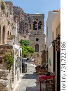 View of street fortified town Monemvasia (Laconia, Greece, Peloponnese) (2019 год). Редакционное фото, фотограф Татьяна Ляпи / Фотобанк Лори
