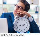 Businessman with giant clock failing to meet deadlines and missi. Стоковое фото, фотограф Elnur / Фотобанк Лори