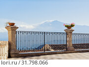 Scenic view of the smoking volcano Etna from the street of Castelmola (2018 год). Стоковое фото, фотограф Kira_Yan / Фотобанк Лори
