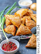 Samosas with meat sprinkle with sesame seeds. Стоковое фото, фотограф Марина Сапрунова / Фотобанк Лори