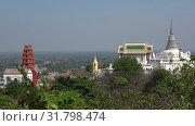Купить «Вид на старинные буддистские храмы на вершине Дворцового (Phra Nakhon Khiri) холма. Исторический парк города Пхетчабури, Таиланд», видеоролик № 31798474, снято 13 декабря 2018 г. (c) Виктор Карасев / Фотобанк Лори