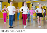 Tweens training in choreography class. Стоковое фото, фотограф Яков Филимонов / Фотобанк Лори