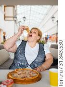 Купить «Fatty woman eating pizza, unhealthy food», фото № 31843530, снято 24 мая 2019 г. (c) Tryapitsyn Sergiy / Фотобанк Лори