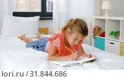 Купить «little girl drawing in sketchbook at home», видеоролик № 31844686, снято 21 июля 2019 г. (c) Syda Productions / Фотобанк Лори