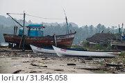 Индия, Гоа. Разруха возле рыбацкой деревни Чапора (2017 год). Редакционное фото, фотограф Павел Сапожников / Фотобанк Лори