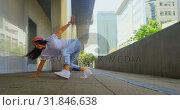 Купить «Young female dancer performing dance under bridge 4k», видеоролик № 31846638, снято 26 сентября 2018 г. (c) Wavebreak Media / Фотобанк Лори