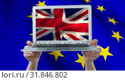 Two hands holding a laptop with the british flag in full screen. Стоковое видео, агентство Wavebreak Media / Фотобанк Лори