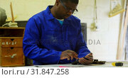 Купить «Worker working at table in foundry workshop 4k», видеоролик № 31847258, снято 27 сентября 2018 г. (c) Wavebreak Media / Фотобанк Лори