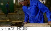 Купить «Worker making mold in foundry workshop 4k», видеоролик № 31847286, снято 27 сентября 2018 г. (c) Wavebreak Media / Фотобанк Лори