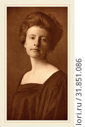 Mathilde Weil (American, 1872-probably 1918), Beatrice, 1899, photogravure in sepia on chine collé mounted on cream wove paper (2014 год). Редакционное фото, фотограф Artokoloro / age Fotostock / Фотобанк Лори
