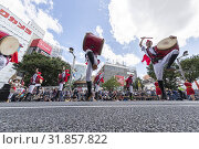Купить «Eisa dancers perform during the Shinjuku Eisa Festival 2019 on July 27, 2019, Tokyo, Japan. This year 22 Eisa dance troupes performed on the streets near...», фото № 31857822, снято 27 июля 2019 г. (c) age Fotostock / Фотобанк Лори