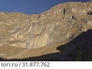 Basalt columns rise above the Colca Canyon, Cabanaconde, Peru. Стоковое фото, фотограф Dave Stamboulis / age Fotostock / Фотобанк Лори