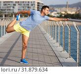 Купить «Man training outdoors», фото № 31879634, снято 26 июня 2018 г. (c) Яков Филимонов / Фотобанк Лори