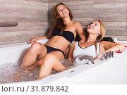 Купить «Young women are talking while enjoying aromatherapy», фото № 31879842, снято 18 июля 2017 г. (c) Яков Филимонов / Фотобанк Лори