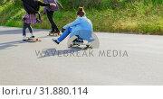 Купить «Rear view of cool young caucasian skateboarders skating on downhill at countryside 4k», видеоролик № 31880114, снято 16 октября 2018 г. (c) Wavebreak Media / Фотобанк Лори