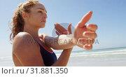 Купить «Woman exercising at beach on a sunny day 4k», видеоролик № 31881350, снято 14 ноября 2018 г. (c) Wavebreak Media / Фотобанк Лори