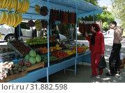 Купить «Крым, люди на рынке в Ливадии», эксклюзивное фото № 31882598, снято 12 мая 2005 г. (c) Дмитрий Неумоин / Фотобанк Лори