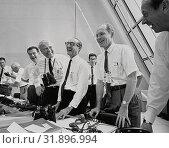 USA Florida -- 16 Jul 1969 -- NASA officials, (left to right) Charles Mathews, Dr Wernher von Braun, Director, Marshall Space Flight Center (MSFC), Dr... Редакционное фото, фотограф Jonathan William Mitchell / age Fotostock / Фотобанк Лори