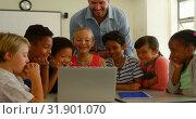 Купить «Adult Caucasian male teacher teaching kids on laptop in classroom at school 4k», видеоролик № 31901070, снято 10 ноября 2018 г. (c) Wavebreak Media / Фотобанк Лори