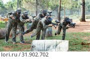 Купить «Team of adult people playing paintball on battlefield outdoor, running with guns», фото № 31902702, снято 22 сентября 2018 г. (c) Яков Филимонов / Фотобанк Лори