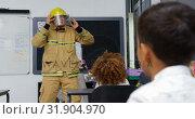 Купить «Front view Caucasian male firefighter teaching schoolkids about fire safety in the classroom 4k», видеоролик № 31904970, снято 17 ноября 2018 г. (c) Wavebreak Media / Фотобанк Лори