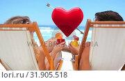 Купить «Couple by the beach», видеоролик № 31905518, снято 13 февраля 2019 г. (c) Wavebreak Media / Фотобанк Лори