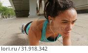 Купить «Front view of young African American woman exercising in the city 4k», видеоролик № 31918342, снято 5 декабря 2018 г. (c) Wavebreak Media / Фотобанк Лори