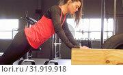 Купить «Determined beautiful Caucasian woman doing push-ups on wooden box 4k», видеоролик № 31919918, снято 26 июня 2018 г. (c) Wavebreak Media / Фотобанк Лори