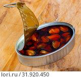 Купить «Marinated mussels in oil», фото № 31920450, снято 19 августа 2019 г. (c) Яков Филимонов / Фотобанк Лори