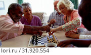 Active mixed-race senior people playing chess game in the nursing home 4k. Стоковое видео, агентство Wavebreak Media / Фотобанк Лори