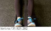 Купить «Determined Caucasian woman exercising with rowing machine in fitness studio 4k», видеоролик № 31921282, снято 26 июня 2018 г. (c) Wavebreak Media / Фотобанк Лори