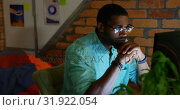 Купить «Businessman working on computer in a modern office 4k», видеоролик № 31922054, снято 6 декабря 2018 г. (c) Wavebreak Media / Фотобанк Лори