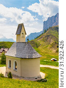 San Maurizio chapel on the passo di val Gardena with mountain view in background. Colorful view in pass Sella in summer sunny day . Alps, Dolomites, Groeden, Bolzano, Trentino Alto Adige, Italy. Стоковое фото, фотограф Алексей Ширманов / Фотобанк Лори