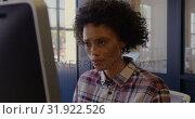 Купить «African American female graphic designer using graphics tablet in a modern office 4k», видеоролик № 31922526, снято 11 декабря 2018 г. (c) Wavebreak Media / Фотобанк Лори