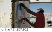 Купить «Graffiti artist painting with aerosol spray 4k», видеоролик № 31937902, снято 4 февраля 2019 г. (c) Wavebreak Media / Фотобанк Лори