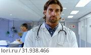 Купить «Male doctor writing on clipboard in the hospital 4k», видеоролик № 31938466, снято 26 января 2019 г. (c) Wavebreak Media / Фотобанк Лори