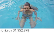 Купить «Woman swimming in pool at backyard 4k», видеоролик № 31952878, снято 12 марта 2019 г. (c) Wavebreak Media / Фотобанк Лори
