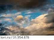 Золотистые облака и темные грозовые тучи на фоне голубого неба. Стоковое фото, фотограф А. А. Пирагис / Фотобанк Лори