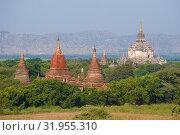 Купить «Вид на древние храмы Багана солнечным днем. Бирма (Мьянма)», фото № 31955310, снято 24 декабря 2016 г. (c) Виктор Карасев / Фотобанк Лори