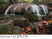 Купить «Водопад на реке», фото № 31975170, снято 27 октября 2018 г. (c) EgleKa / Фотобанк Лори