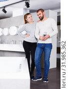 Купить «couple choosing ceramic bath», фото № 31985362, снято 2 февраля 2018 г. (c) Яков Филимонов / Фотобанк Лори