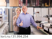 Купить «Couple in home appliance shop to discuss items for home», фото № 31994254, снято 20 ноября 2019 г. (c) Яков Филимонов / Фотобанк Лори