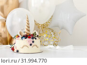 Купить «Birthday party table with unicorn cake», фото № 31994770, снято 19 июля 2019 г. (c) Ekaterina Demidova / Фотобанк Лори
