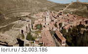 Купить «Aerial view of ruins of ancient fortified castle of Albarracin, Aragon, Spain», видеоролик № 32003186, снято 26 декабря 2018 г. (c) Яков Филимонов / Фотобанк Лори