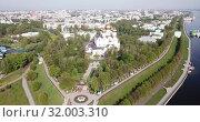 Купить «Aerial view of city of Kursk with Volga river at sunny day, Russia», видеоролик № 32003310, снято 10 мая 2019 г. (c) Яков Филимонов / Фотобанк Лори