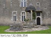 Купить «L'aile Est et le puits du Chateau de Talcy, achete, en 1517, par le banquier Florentin Salviati connu comme etant le pere de Cassandre qui fut la muse...», фото № 32006354, снято 24 мая 2019 г. (c) age Fotostock / Фотобанк Лори