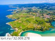 View from drone of Comillas, Cantabria (2019 год). Стоковое фото, фотограф Яков Филимонов / Фотобанк Лори